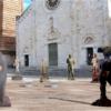 """La scultura sfida il Covid """"La Piazza in attesa"""""""